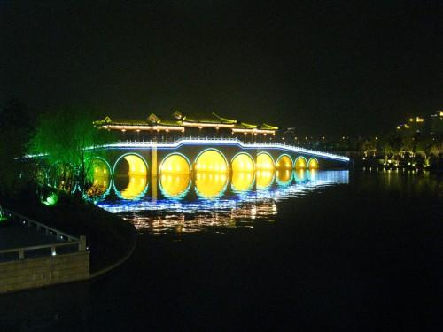 当你看见这桥,更希望驻足观赏还是走上去呢
